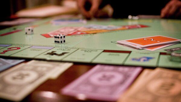 Una madre francesa descubre 20.500 euros en una caja del juego Monopoly - Sputnik Mundo