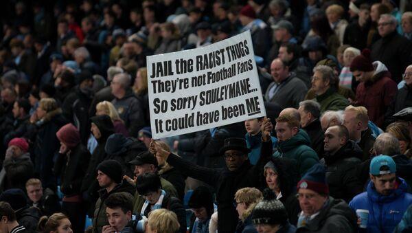 Revelan 350 casos de racismo en el fútbol inglés desde 2012 - Sputnik Mundo