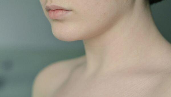 Una mujer desnuda - Sputnik Mundo