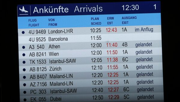 The arrivals board shows flight 4U 9525 without a status - Sputnik Mundo