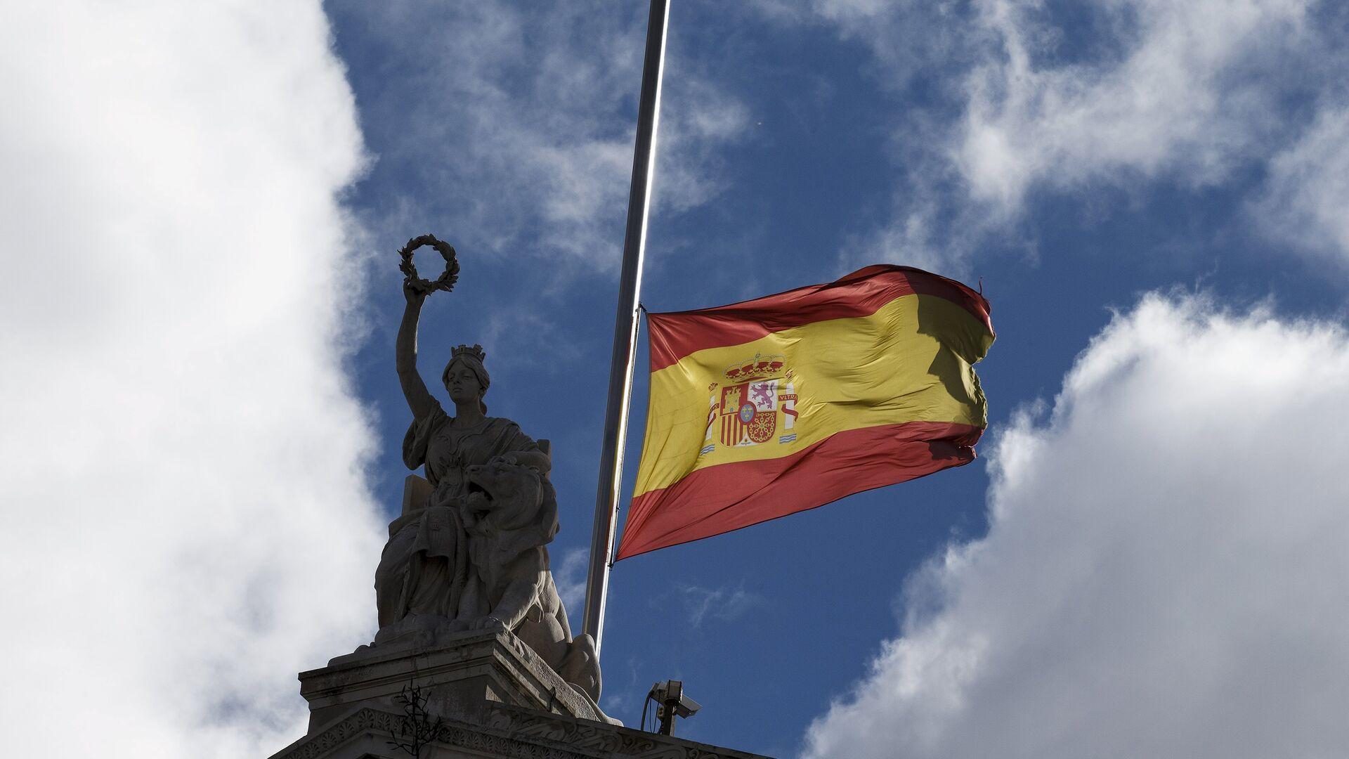 Bandera de España a media asta - Sputnik Mundo, 1920, 13.02.2021