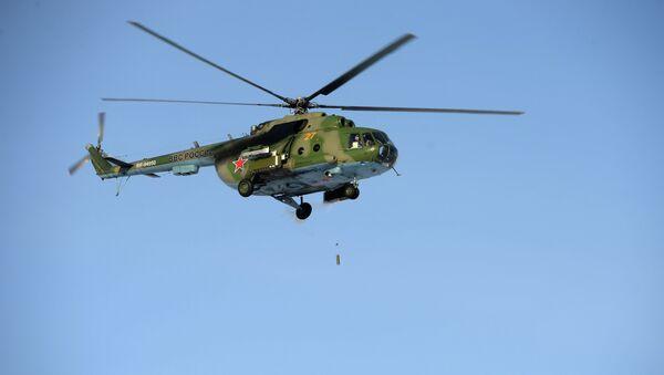 Un helicóptero Mi-8 (archivo) - Sputnik Mundo