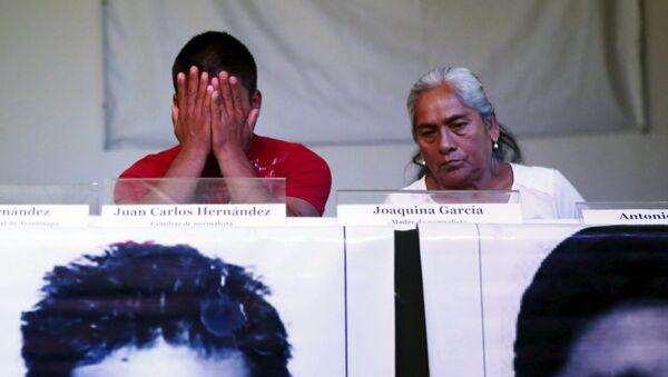 Familiares de los estudiantes desaparecidos en Ayotzinapa - Sputnik Mundo