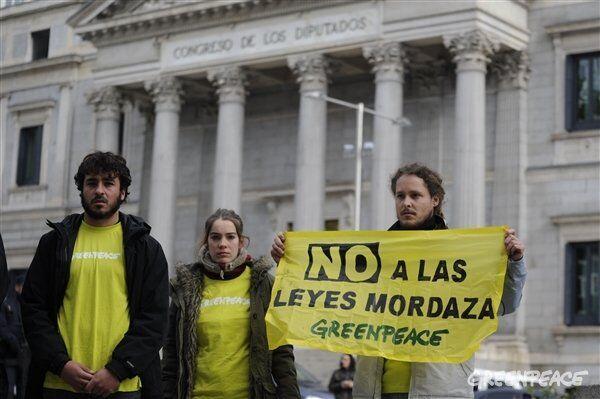 Protesta de Greenpeace en España contra la Ley Mordaza - Sputnik Mundo