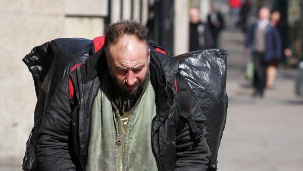 People on The Thames - (Day 9 Holiday 2011) - Sputnik Mundo