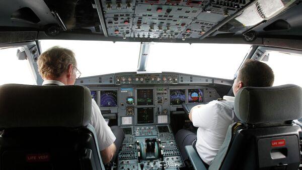 Dentro de simulador del vuelo de VietJet A320 (archivo) - Sputnik Mundo