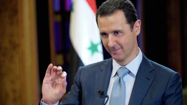 In this photo released on Tuesday, Feb. 10, 2015 by the Syrian official news agency SANA, Syrian President Bashar Assad gestures during an interview with the BBC, in Damascus, Syria. - Sputnik Mundo