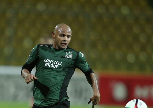 Ari (Ariclenes da Silva Ferreira), futbolista brasileño que juega como delantero
