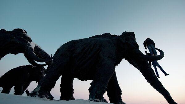 Un monumento de mamut - Sputnik Mundo