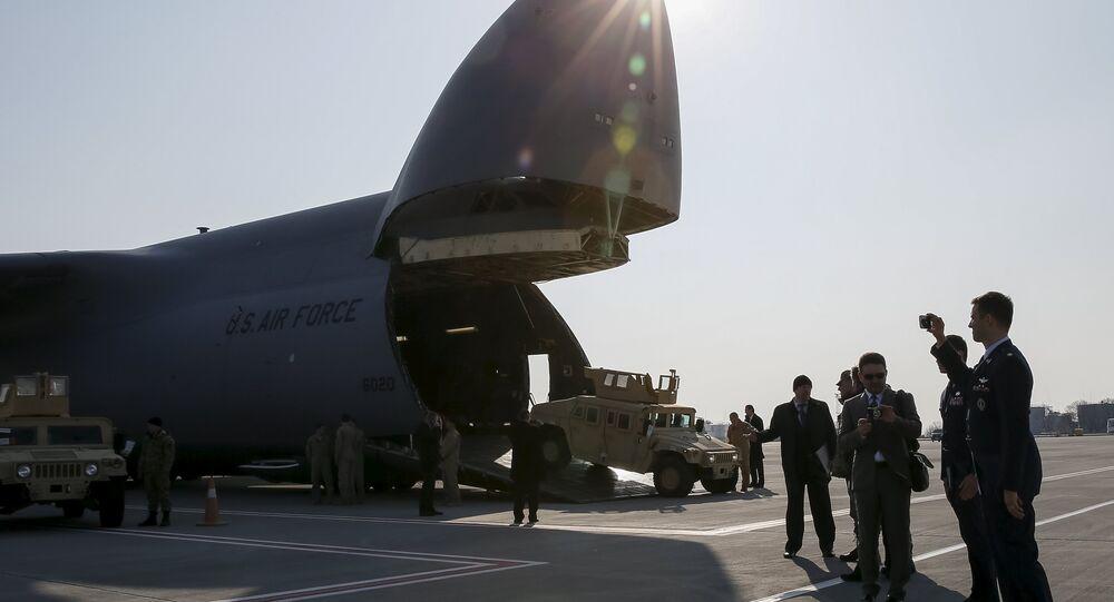 Avión estadounidense con armamento para Ucrania (archivo)