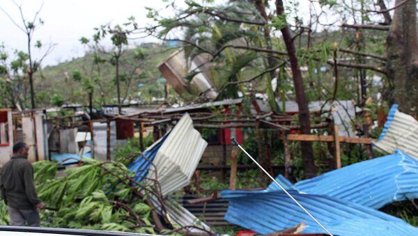 Debris is scattered over a building in Port Vila, Vanuatu, Saturday, March 14, 2015, in the aftermath of Cyclone Pam - Sputnik Mundo