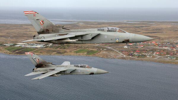 Cazas Tornado F3 de la Fuerza Aérea británica patrullan los cielos de las Malvinas - Sputnik Mundo