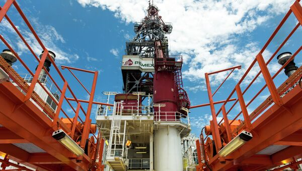View from the deck of the tower of La Muralla IV exploration oil rig, operated by Mexican company Grupo R and working for Mexico's state-owned oil company PEMEX, in the Gulf of Mexico on August 30, 2013. - Sputnik Mundo