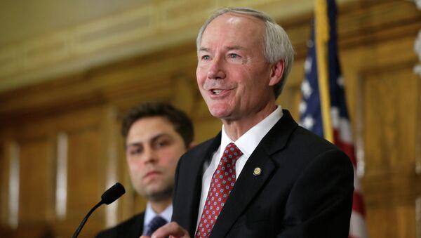 Asa Hutchinson, gobernador de Arkansas - Sputnik Mundo