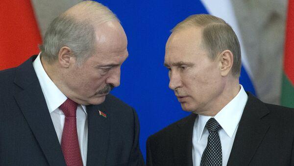 Alexandr Lukashenko, presidente de Bielorrusia, y Vladímir Putin, presidente de Rusia (archivo) - Sputnik Mundo