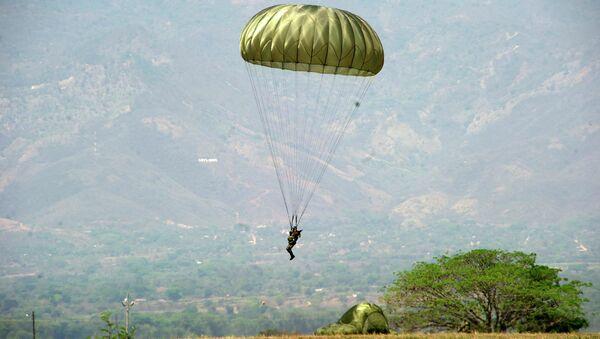 Un paracaidista hondureño (archivo) - Sputnik Mundo