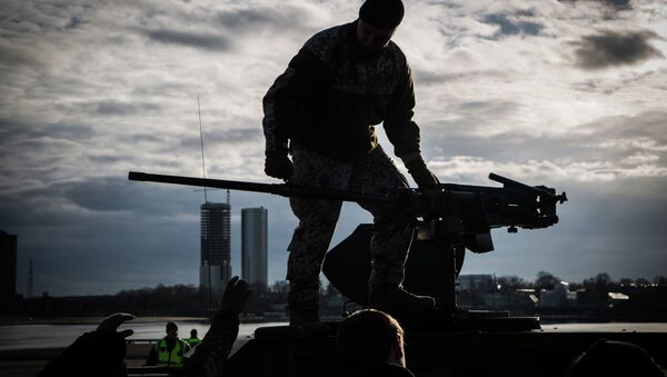Un soldado a bordo de un Humvee estadounidese - Sputnik Mundo