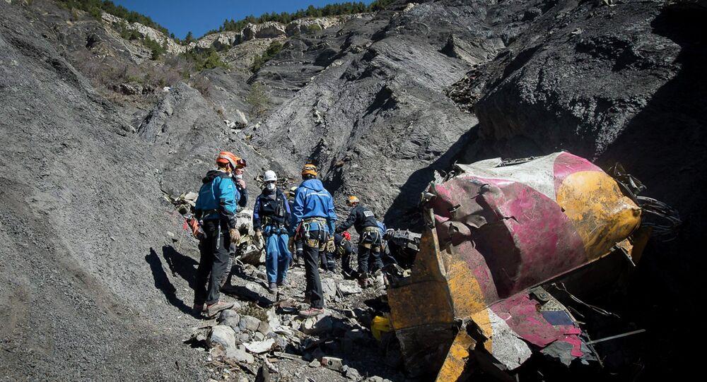 Rescatistas en lugar de la catástrofe del A320 en los Alpes