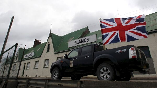 A Vehicle decorated with Union Jack and Falkland Islands flags take part in what was called a Victory rally in Stanley, in this March 12, 2013 file photo. - Sputnik Mundo