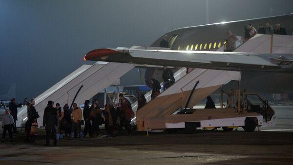 Evacuados llegan a Moscú de Yemen - Sputnik Mundo