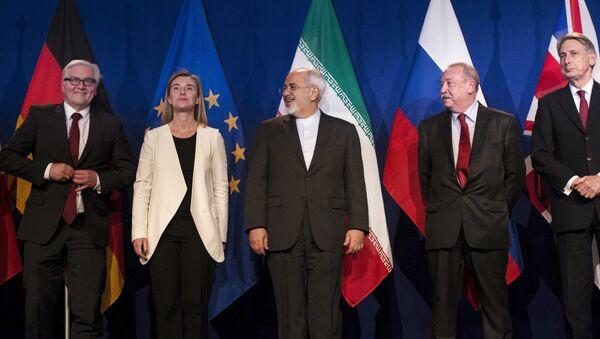 Walter Steinmeier, Federica Mogherini, Javad Zarif, Alexey Karpov y Philip Hammond en Lausana - Sputnik Mundo