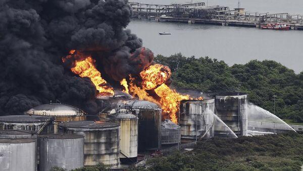 Se extiende el incendio que bloquea el puerto de Santos en Brasil - Sputnik Mundo