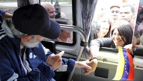 Cuban former president Fidel Castro talks to a delegation of Venezuelans in Havana March 30, 2015. - Sputnik Mundo