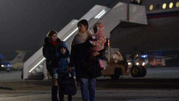 Самолет, эвакуировавший россиян из Йемена, приземлился в Подмосковье - Sputnik Mundo