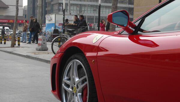 Ferrari en la calle de una de las ciudades chinas - Sputnik Mundo
