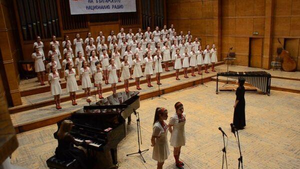 Un coro infantil canta Metallica - Sputnik Mundo