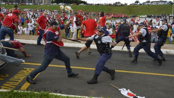 La jornada de lucha sindical en Brasil concluye con 5 detenidos y 8 heridos - Sputnik Mundo