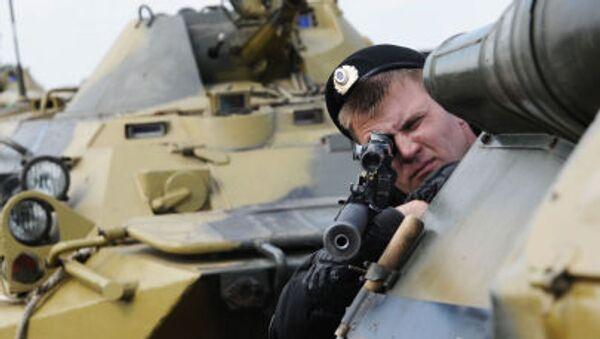 Efectivo de una unidad de las Tropas del Interior de Rusia durante ejercicios antiterroristas - Sputnik Mundo