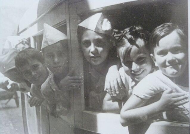Niños de la guerra españoles . Exposición