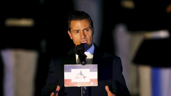 Mexico's President Enrique Pena Nieto addresses the media after arriving in Panama City April 9, 2015. - Sputnik Mundo