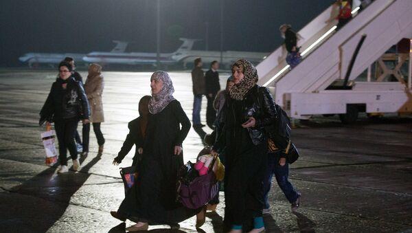 Más de 300 personas evacuadas de Yemen por aviones rusos, según fuente - Sputnik Mundo