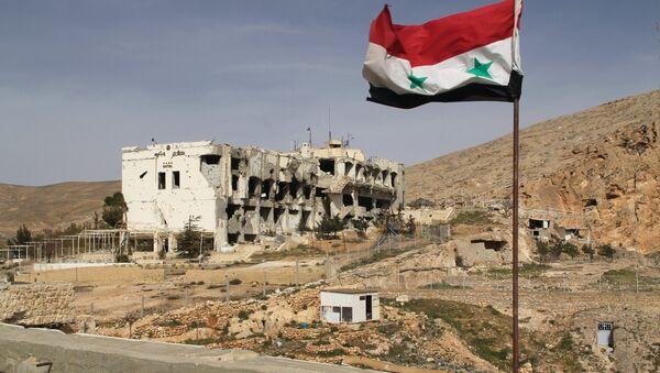 Bandera siria en la localidad de Maalula - Sputnik Mundo