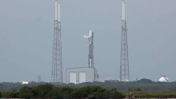 La NASA aplaza el lanzamiento de la nave de carga Dragon por mal tiempo - Sputnik Mundo