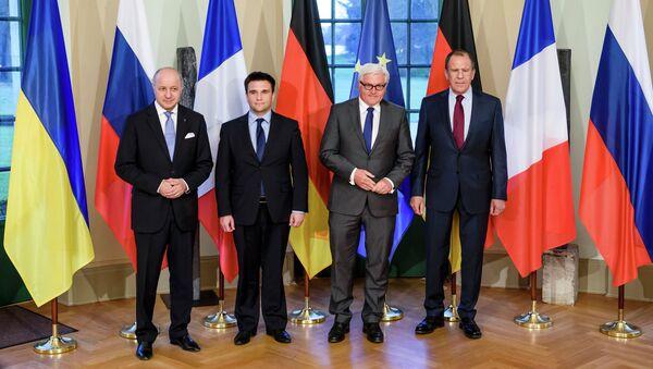 Ministro de Exteriores de Francia Laurent Fabius, ministro de Exteriores de Ucrania Pavló Klimkin, ministro de Exteriores de Alemania Frank-Walter Steinmeier y ministro de Exteriores de Rusia Serguéi Lavrov - Sputnik Mundo
