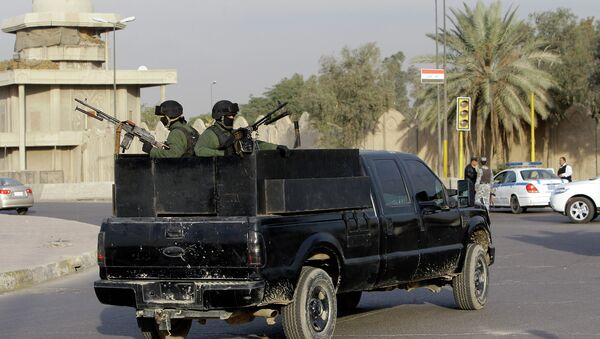 A private security company's armored vehicle rolls through al-Nisoor square,Baghdad - Sputnik Mundo