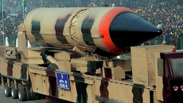 Misil balístico con capacidad nuclear Agni III (Archivo) - Sputnik Mundo