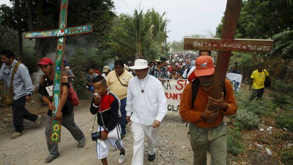 Caravana de migrantes encabezada por el sacerdote católico Alejandro Solalinde - Sputnik Mundo