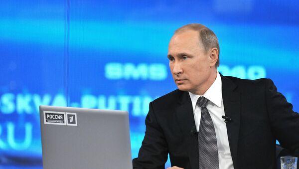 Vladímir Putin, presidente de Rusia durante la línea directa (archivo) - Sputnik Mundo