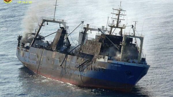 Pesquero Oleg Naydenov antes de hundirse en el océano Atlántico a unas 15 millas de Maspalomas, en Gran Canaria - Sputnik Mundo