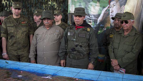 General ruso, Alexandre Dragovaloskiy, ministro de Defensa de Venezuela, Vladimir Padrino López y segundo viceministro de las Fuerzas Revolucionarias de Cuba, general Joaquín Quintas - Sputnik Mundo
