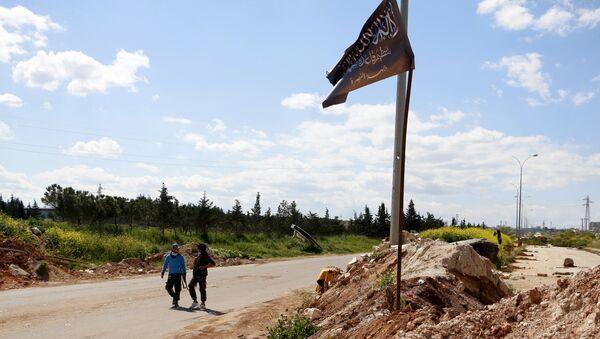 Bandera de Frente al Nusra en la ciudad de Idlib - Sputnik Mundo