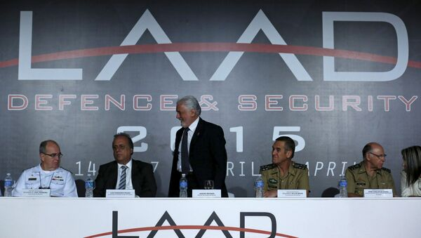 Ministro de Defensa de Brasil Jaques Wagner en la feria LAAD Defense & Security 2015 - Sputnik Mundo