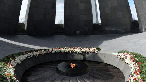 Monumento dedicado a víctimas del genocidio armenio, Tsitsernakaberd - Sputnik Mundo