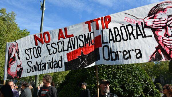Decenas de miles de personas protestan en España contra el TTIP - Sputnik Mundo