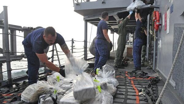 Francia decomisa más de dos toneladas de cocaína en el mar Caribe - Sputnik Mundo
