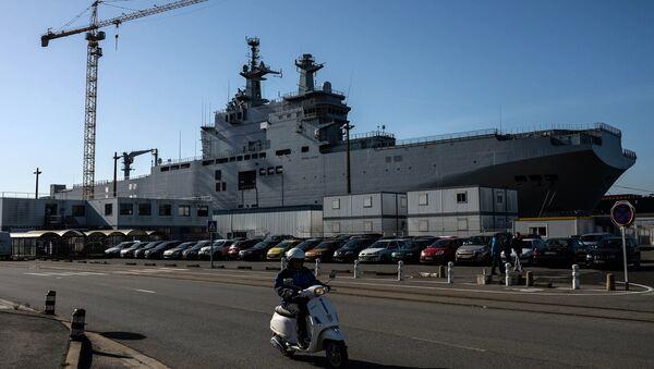 Portahelicópteros de la clase Mistral, el Vladivostok, en el astillero de Saint-Nazaire, Francia - Sputnik Mundo